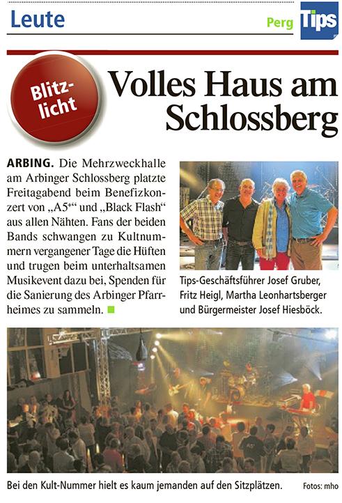 Volles Haus am Schlossberg - Tips-Geschäftsführer Josef Gruber, Fritz Heigl (Black Flash), Martha Leonhartsberger (Pfarre Arbing) und Bürgermeister Josef Hiesböck